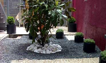 Decoración de jardines exteriores y espacios interiores